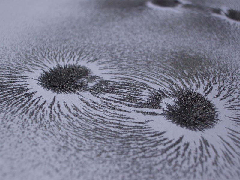 visualizing magnetic fields with iron filings 2 10 Photos to Help You Visualize Magnetic Fields