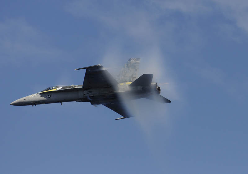 airplane going supersonic 10 40 Photos of Airplanes Breaking the Sound Barrier