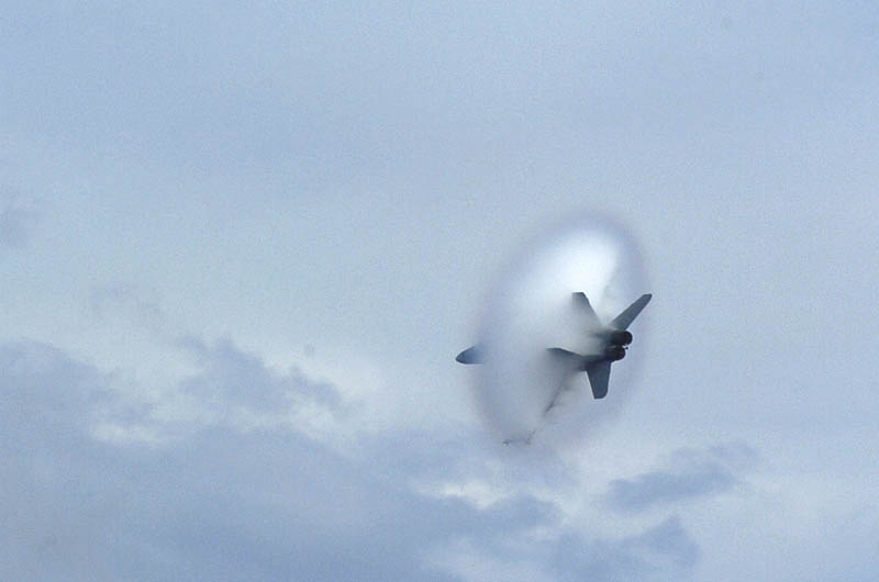 view from back right side of airplane going supersonic speed