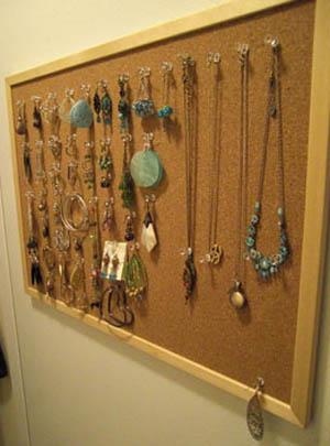 using bulletin board as jewellery organizer