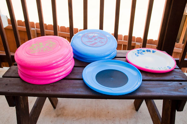 frisbee paper plate holder 50 Creative Ways to Repurpose, Reuse and Upcycle Old Things