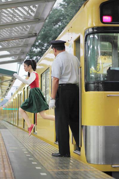 levitation photo portraits by natsumi hayashi 1 Levitation Portraits by Natsumi Hayashi