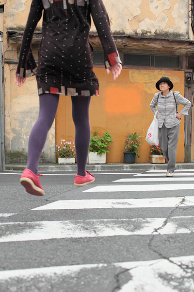 levitation photo portraits by natsumi hayashi 11 Levitation Portraits by Natsumi Hayashi