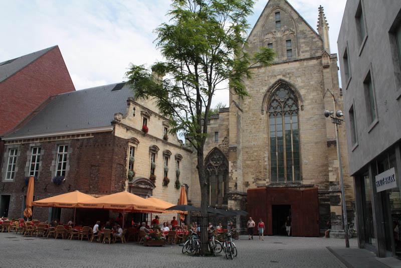 selexyz dominicanen bookstore church conversion netherlands 1 The Worlds Most Beautiful Bookstore
