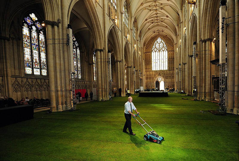 york minster cathedral floos interiors covered in grass 1 Art Installation in France Takes on Multiple Forms
