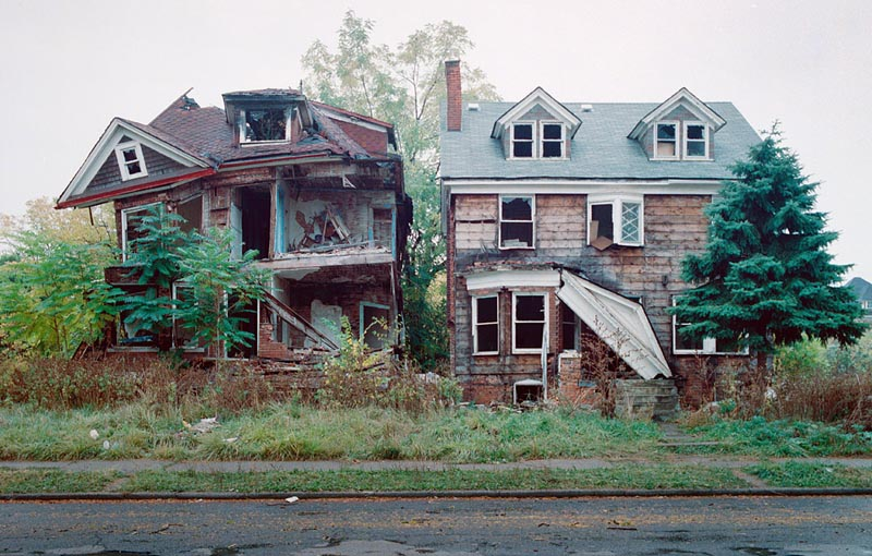 A Tour of Abandoned Houses in Detroit