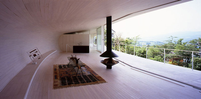 crescent house by shigeru ban architects 7 Crescent Shaped Home with Views of Mt. Fuji
