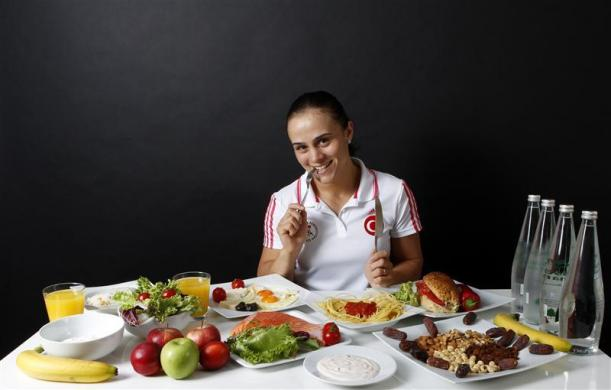 elif jale yesilirmak turkish wrestler daily food intake 1 The Daily Food Intakes of Olympic Athletes [8 pics]