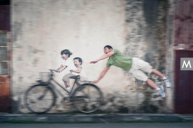 interactive street art painted kids on wall riding real bike armenian street george town malaysia ernest zacharevic 2 This Interactive Street Art in Malaysia is Brilliant