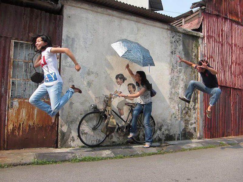 interactive street art painted kids on wall riding real bike armenian street george town malaysia ernest zacharevic 31 This Interactive Street Art in Malaysia is Brilliant
