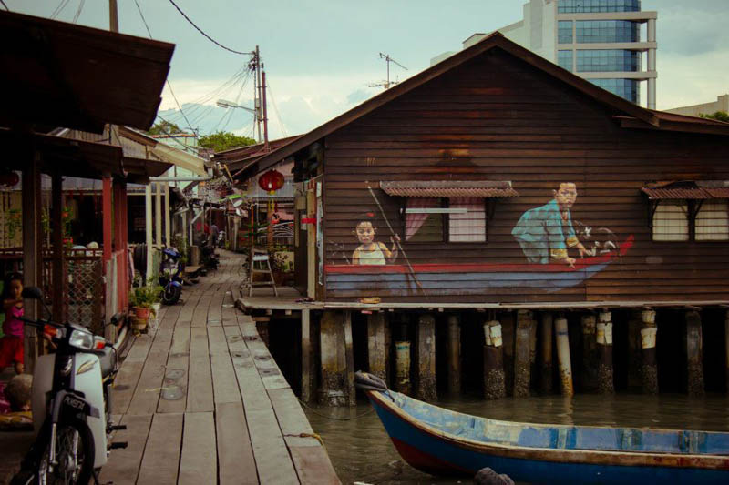 interactive street art painted kids on wall riding real bike armenian street george town malaysia ernest zacharevic 5 This Interactive Street Art in Malaysia is Brilliant