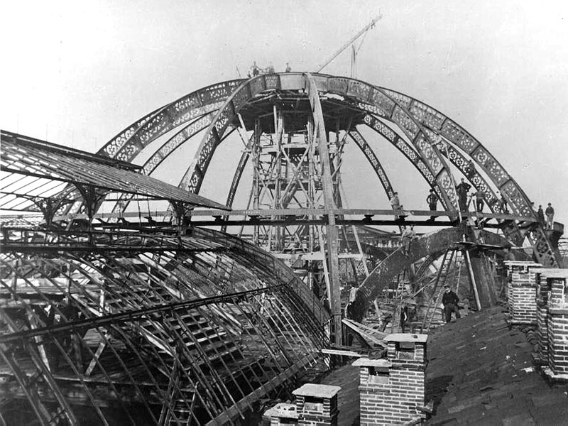 milan galleria vittorio emanuele under construction black and white The Galleria: Milans Glass Covered Street