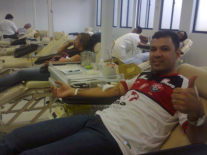 people donating blood to restore jersey red stripes for brazillian football club ec vitoria 2 Football Club Removes Red from Jersey for Blood Donation Campaign