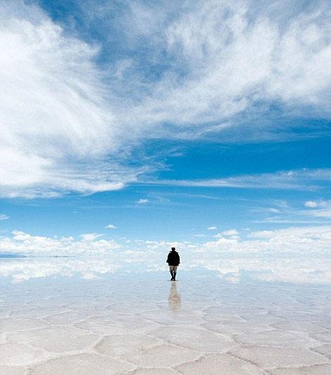 reflection pictures at salar de uyuni worlds largest salt flat by takaki watanabe 1 Reflective Beauty at the Worlds Largest Salt Flat [10 pics]