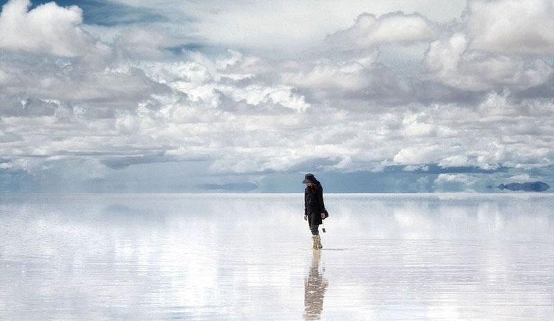 reflection pictures at salar de uyuni worlds largest salt flat by takaki watanabe 10 Reflective Beauty at the Worlds Largest Salt Flat [10 pics]