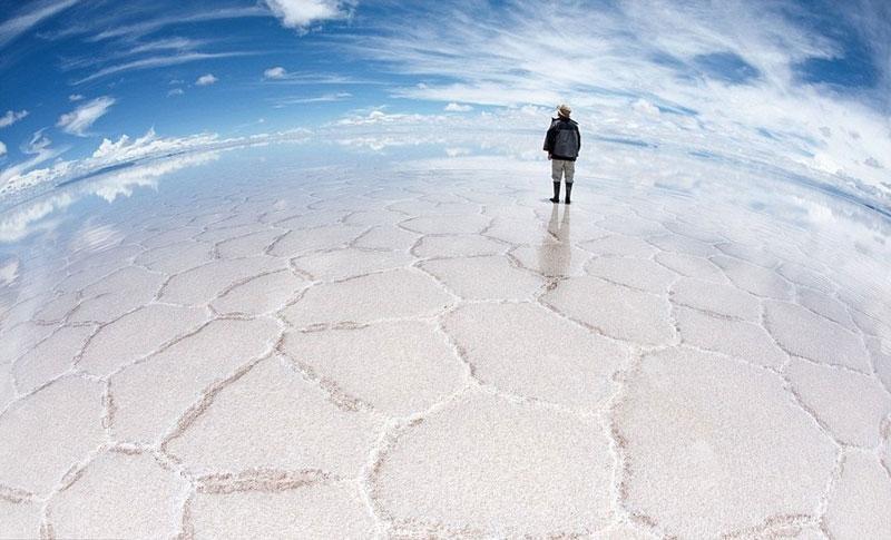 reflection pictures at salar de uyuni worlds largest salt flat by takaki watanabe 11 Reflective Beauty at the Worlds Largest Salt Flat [10 pics]