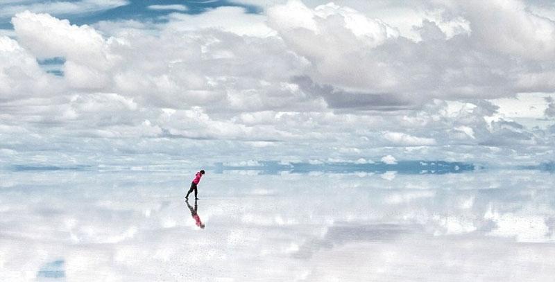 reflection pictures at salar de uyuni worlds largest salt flat by takaki watanabe 4 Reflective Beauty at the Worlds Largest Salt Flat [10 pics]