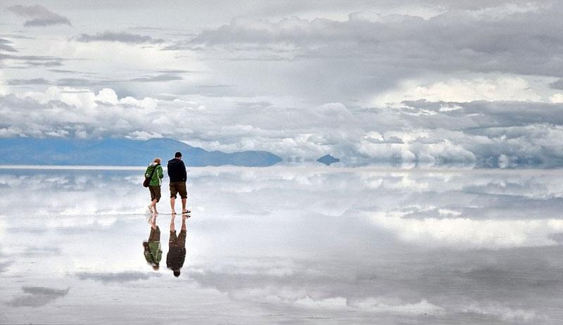 reflection pictures at salar de uyuni worlds largest salt flat by takaki watanabe 5 Reflective Beauty at the Worlds Largest Salt Flat [10 pics]