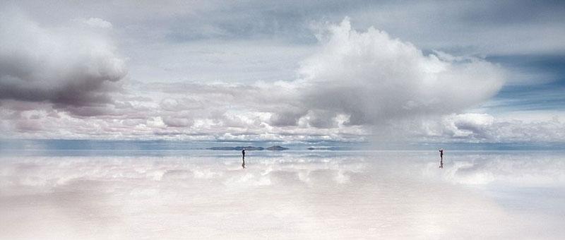 reflection pictures at salar de uyuni worlds largest salt flat by takaki watanabe 6 Reflective Beauty at the Worlds Largest Salt Flat [10 pics]