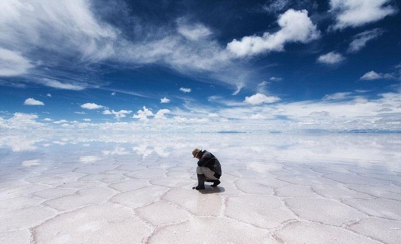 reflection pictures at salar de uyuni worlds largest salt flat by takaki watanabe 9 Reflective Beauty at the Worlds Largest Salt Flat [10 pics]