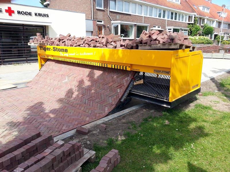 tiger stone interlocking brick road machine printer lays bricks 12 High Speed Superbus Aims to Disrupt Personal Transport Industry