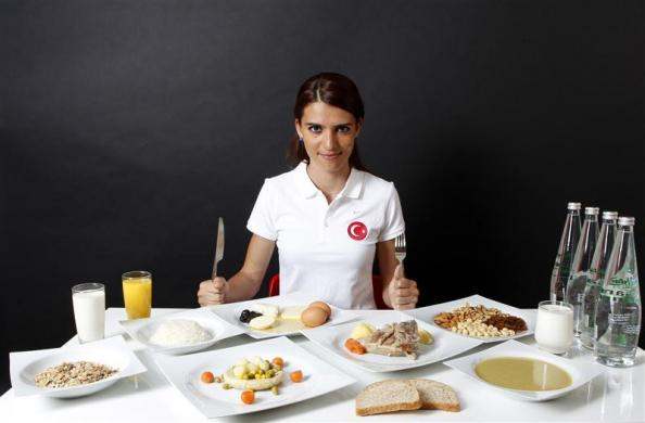 turkish 800 meter runner merve aydin daily food intake 1 The Daily Food Intakes of Olympic Athletes [8 pics]