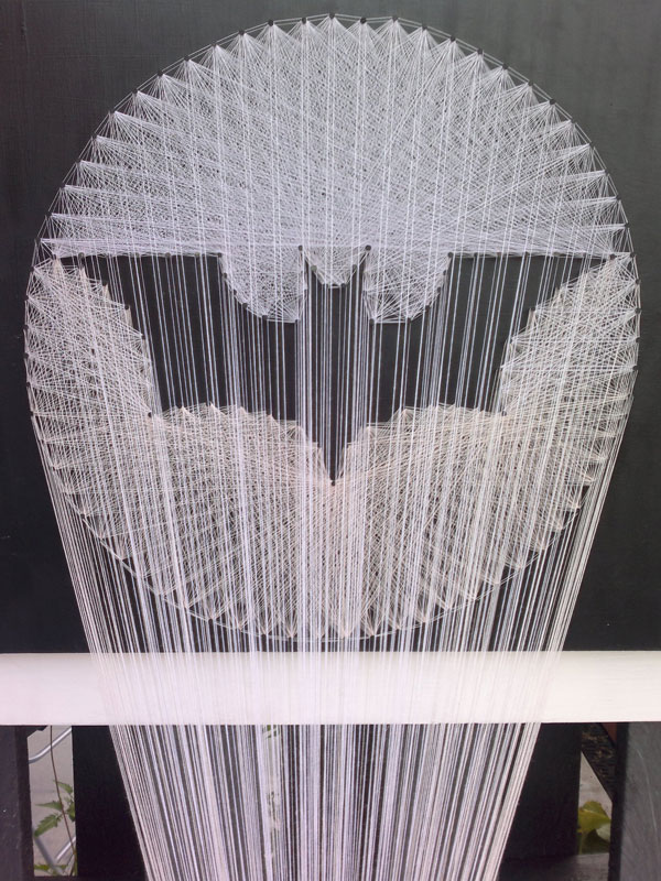 batman symbol made from thread string 3 Awesome Batman Symbol Made from Thread