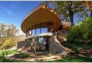 The Curvaceous Chenequa Residence by Robert Harvey Oshatz