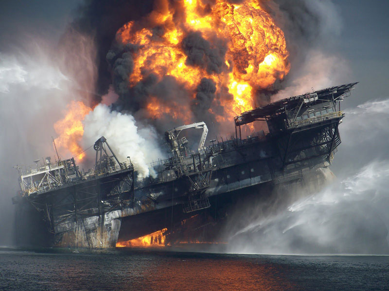 deepwater horizon sinkning in flames and plumes of smoke Picture of the Day: The Deepwater Horizon Explosion