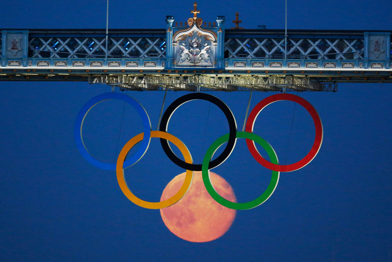 full moon olympic rings london bridge 2012 Picture of the Day: An Olympic Full Moon