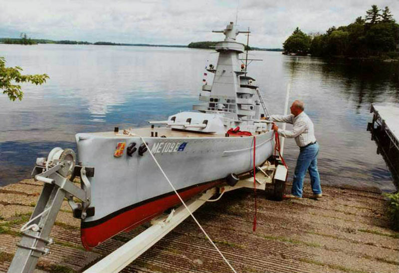 giant model warship replica admiral graf spee by william terra 1 Man Builds 30 ft Model Replica of a Battleship