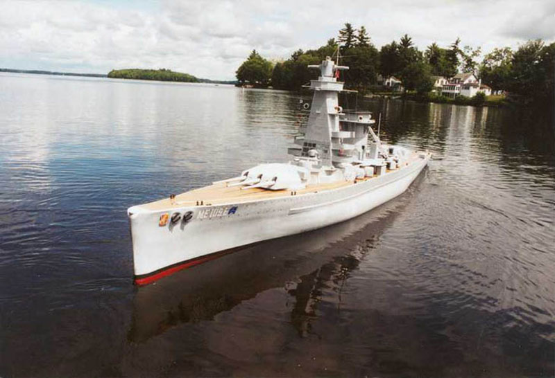 giant model warship replica admiral graf spee by william terra 5 Man Builds 30 ft Model Replica of a Battleship