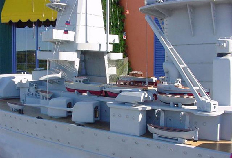 giant model warship replica admiral graf spee by william terra 7 Man Builds 30 ft Model Replica of a Battleship
