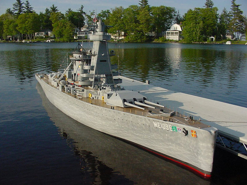giant model warship replica admiral graf spee by william terra 8 Man Builds 30 ft Model Replica of a Battleship