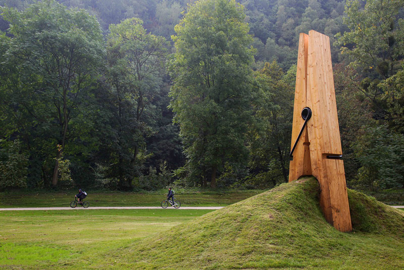 just a picnh clothespin pinch grass art sculpture belgium mehmet ali uysal The Top 75 Pictures of the Day for 2012