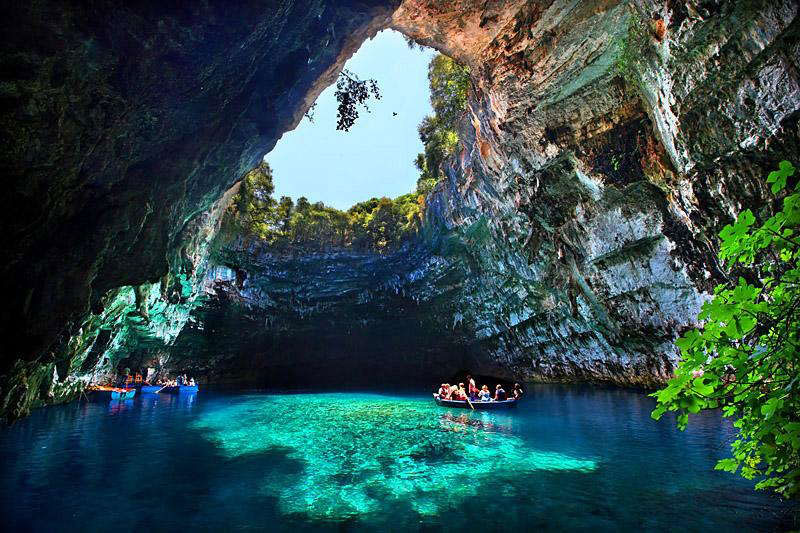 melissani cave kefalonia island greece 2 The Breathtaking Melissani Cave in Greece