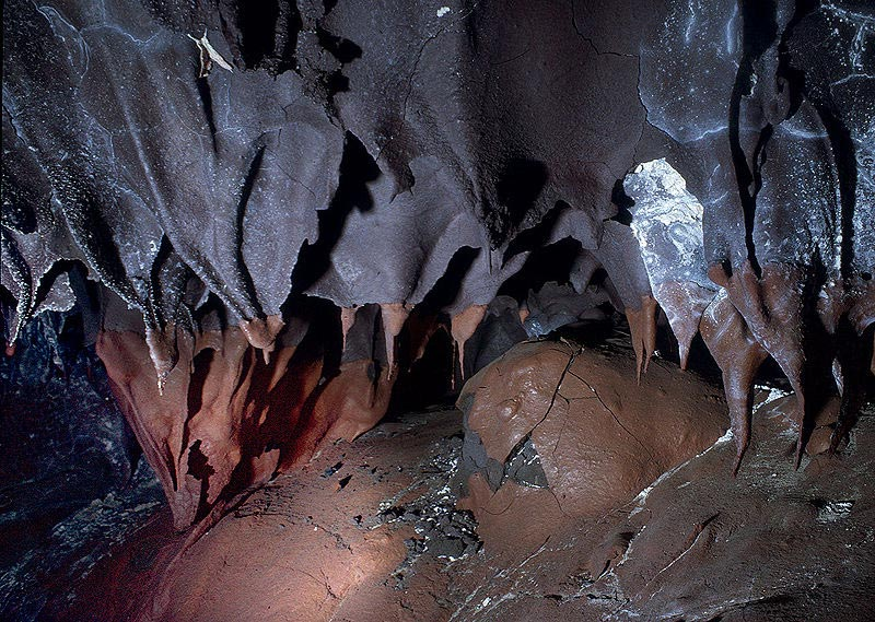 shark tooth stalactites inside lava tube 12 Amazing Pictures of Lava Tubes Around the World