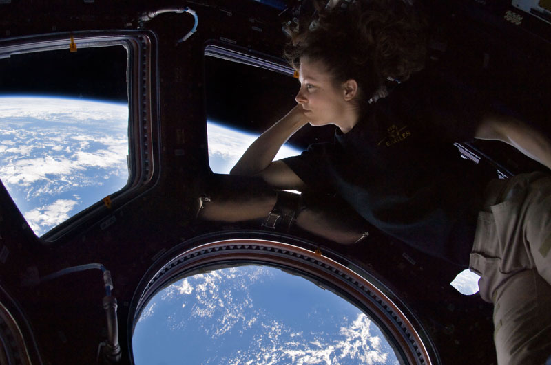 tracy caldwell dyson on board iss looking at earth The 2013 Sony World Photography Awards [35 pics]