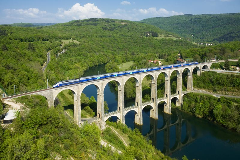 train crossing the cize bolozon viaduct over the ain river The 2011 Wikimedia Commons Pictures of the Year