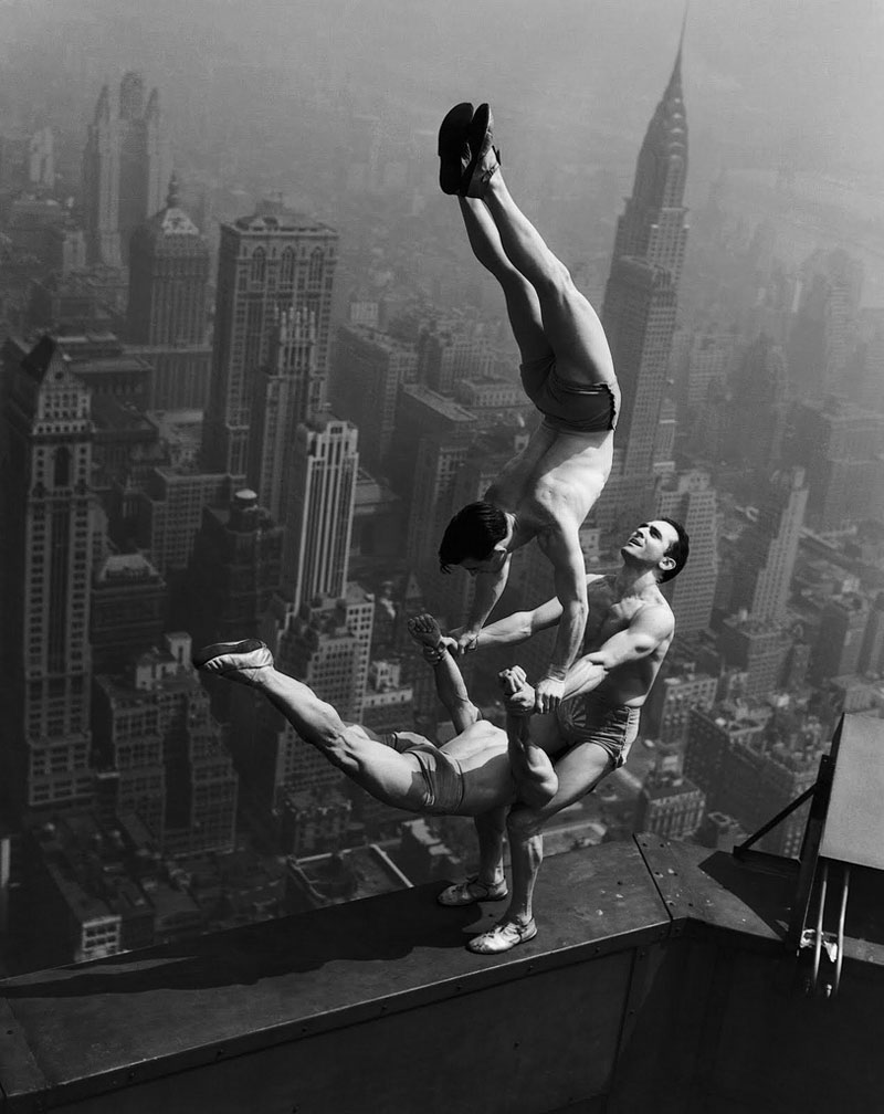 vintage acrobats stuntdevils atop empire state building Picture of the Day: Vintage Acrobatic Insanity