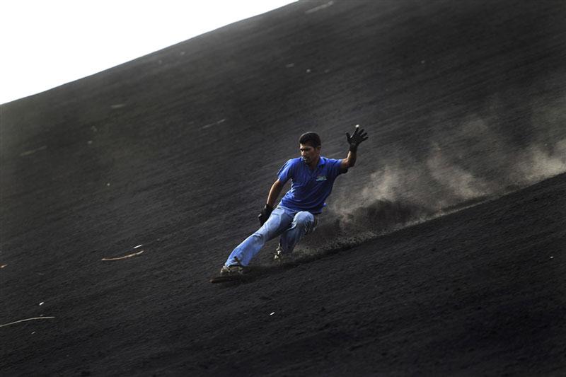volcano ash boarding cerro negro leon nicaragua 5 Volcano Boarding at Cerro Negro in Nicaragua