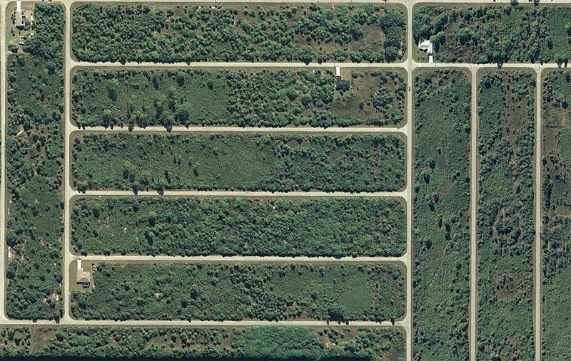 aerial patterns of human housing developments on google maps 11 Patterns of Human Development Found on Google Maps