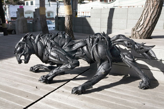 animals made from tires by yong ho ji 4 Animal Sculptures Made from Old Tires
