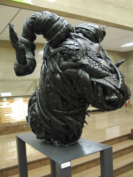animals made from tires by yong ho ji 7 Animal Sculptures Made from Old Tires