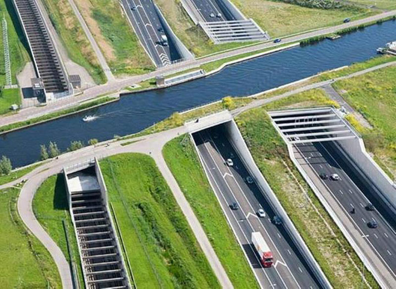 aqueduct highway overpass ringvaart of the haarlemmermeer polder circular ring canal netherlands Picture of the Day: Aqueduct Highway Overpass in The Netherlands