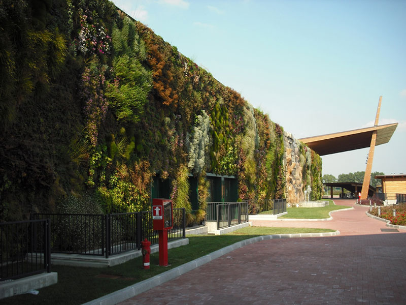 largest vertical garden in the world rozzano italy shopping center 1 The Largest Vertical Garden in the World