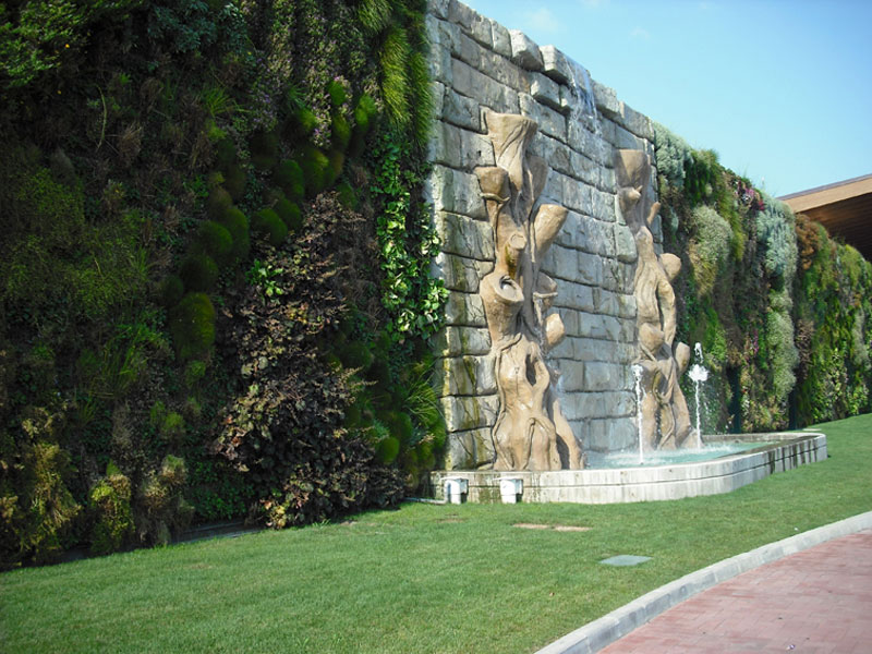 largest vertical garden in the world rozzano italy shopping center 2 The Largest Vertical Garden in the World