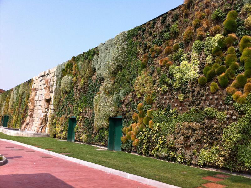 largest vertical garden in the world rozzano italy shopping center 6 The Largest Vertical Garden in the World