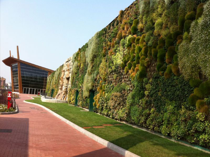largest vertical garden in the world rozzano italy shopping center 7 The Largest Vertical Garden in the World