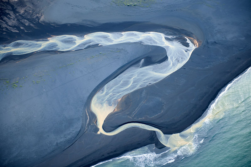 aerial photos of iceland look like abstract landscape paintings andre emolaev 6 Aerial Photos of Iceland That Look Like Abstract Paintings